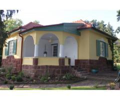 Balatonakarattyán eladó egy 1935-ben épült polgári villa